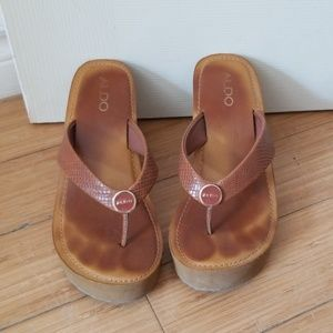 Also wedged sandal